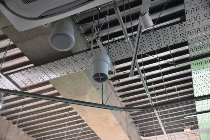空気を循環させる装置により、年間 20%電気代を削減