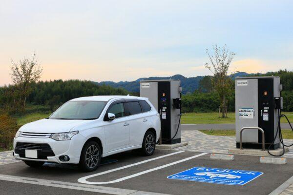 【必見!電気自動車(EV)購入者】電気の切り替えで80万円の補助金を得る方法