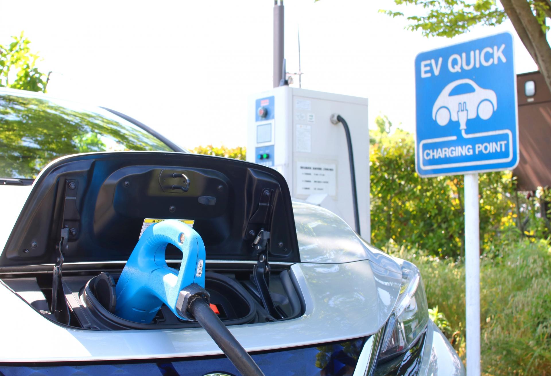 【補助金を賢く利用】Vehicle to HOME(V2H)とは?対応車種、蓄電池との違いなどわかりやすく解説!